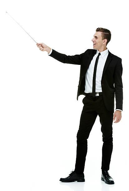 gai homme d'affaires présenté avec baguette pour pointer - baguette pour pointer photos et images de collection