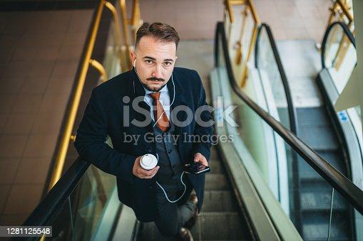 Enjoying coffee to take away