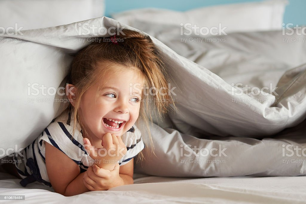 Cheerful girl hiding under the sheets – Foto
