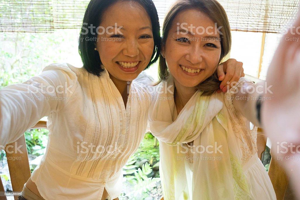 Cheerful Japanese women having a meeting in a traditional cafè photo libre de droits