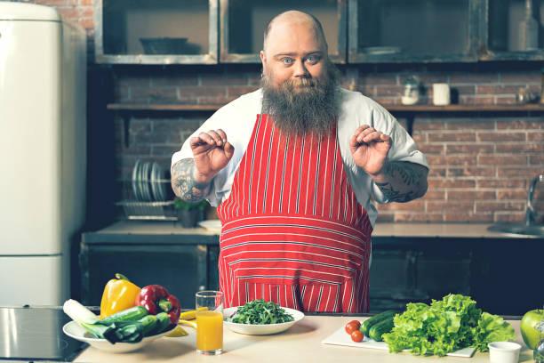 fröhliche männliche koch kochen gesunde ernährung - tattoo ideen stock-fotos und bilder