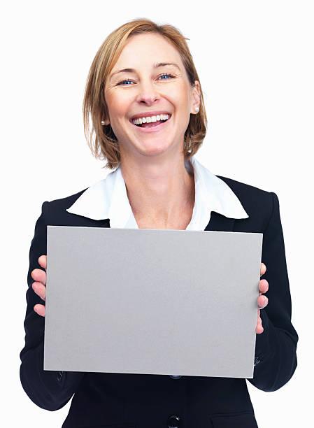 Fröhlich Reife Geschäftsfrau hält leere Plakat – Foto