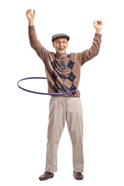 fröhlichen senior mit einem hula-hoop - hula hoop workout stock-fotos und bilder