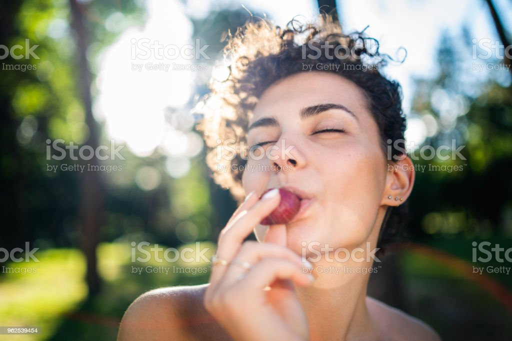 Cheerful woman eating strawberry - Royalty-free 20-29 Years Stock Photo