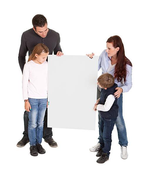 fröhlich junger preseting ein banner bord - sprüche kinderlachen stock-fotos und bilder