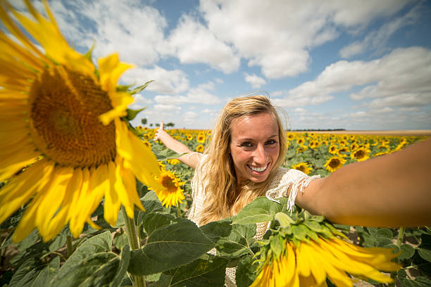 sunflower single catholic girls The little flowers catholic girls is a program whose goal is to provide young catholic girls, from age five and up, with an opportunity to gather and learn about their catholic heritage, faith and traditions, as well as other traditions that may have faded from view.