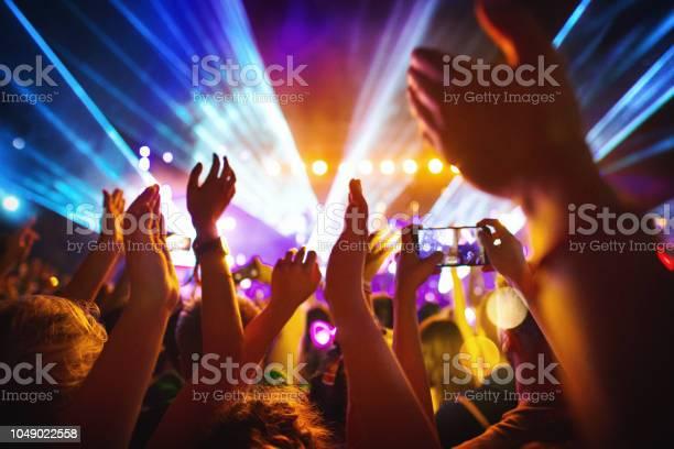 Cheering crowd at a concert picture id1049022558?b=1&k=6&m=1049022558&s=612x612&h=cdcevy7ocqw 7me9ewpk1jjgskifxlv5z0mrnsvyloy=