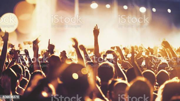 Cheering crowd at a concert picture id826638376?b=1&k=6&m=826638376&s=612x612&h=nrh py9jqckuaxlded3 kvqisqt4m905dgxscqq7l0m=