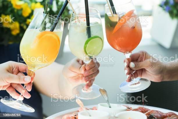 Cheering with cocktails picture id1069488264?b=1&k=6&m=1069488264&s=612x612&h=qbjngql1bkptg0ay si7j8km9a9ak0qi8qve4tvtn w=
