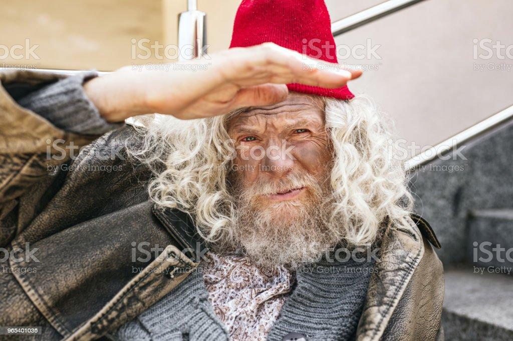 Cheerless homeless man looking at you zbiór zdjęć royalty-free