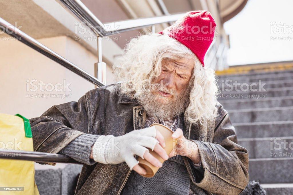 Homme triste triste, compter l'argent - Photo de Adulte libre de droits