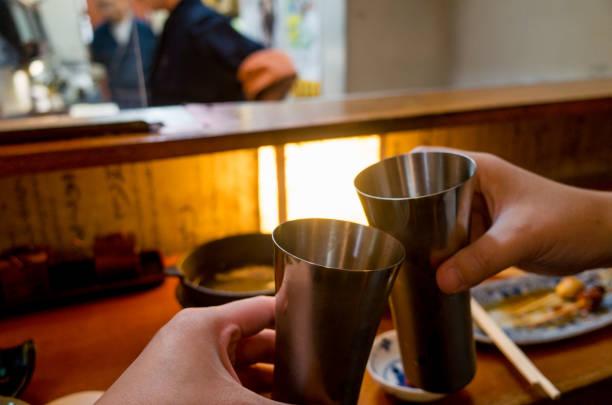 東京の居酒屋で乾杯 ストックフォト