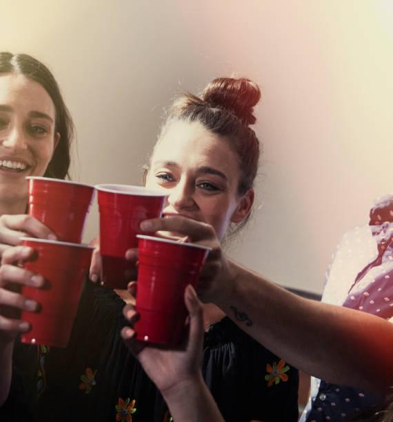 cheers-drinken op een feestje - beirut stockfoto's en -beelden