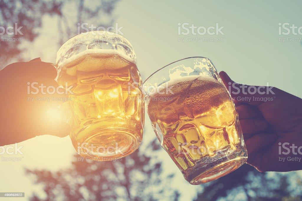 Um brinde para os meus amigos! - foto de acervo