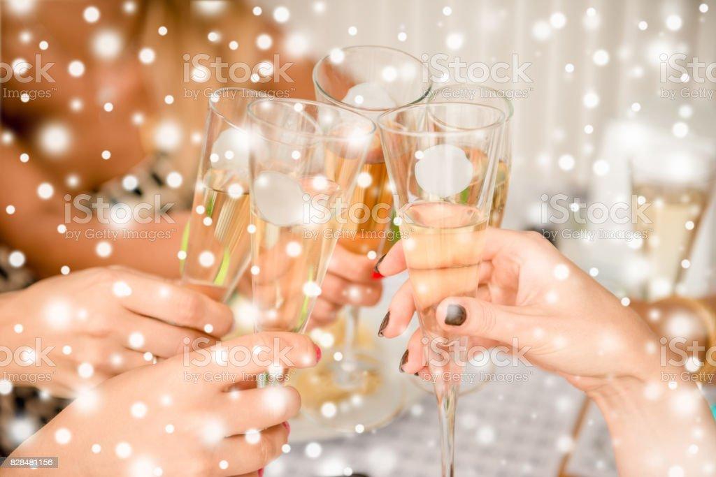 A bientôt! Copines Noël fête et boire shampagne - Photo