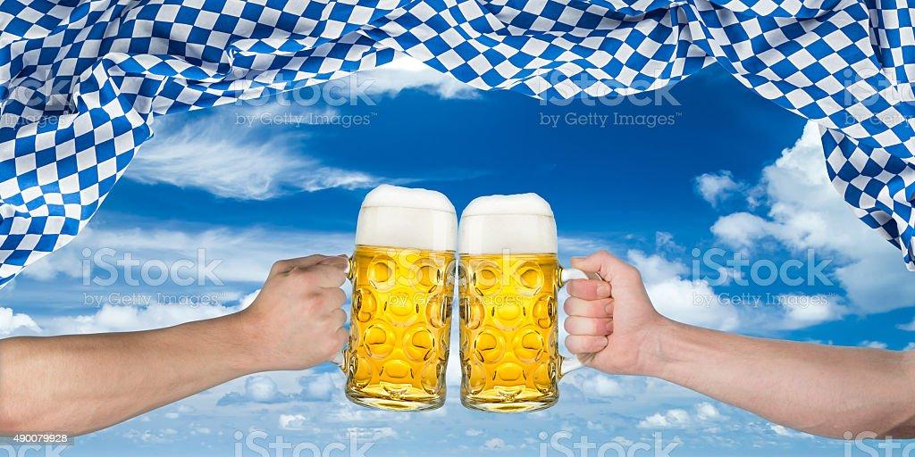 cheers Hände oktoberfest-Flagge – Foto