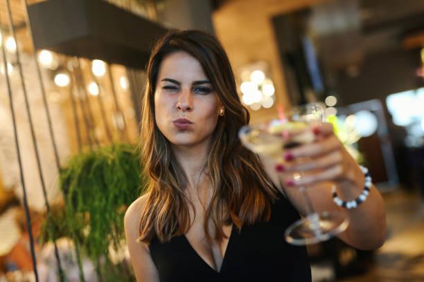 cheers - kiss стоковые фото и изображения