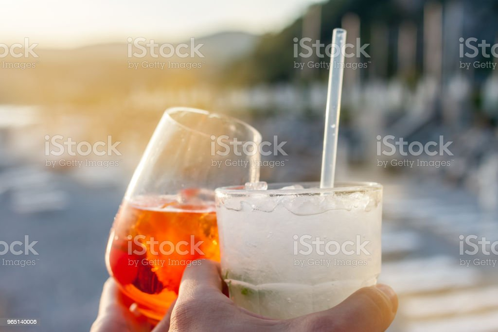 cheers two glasses with cocktails zbiór zdjęć royalty-free