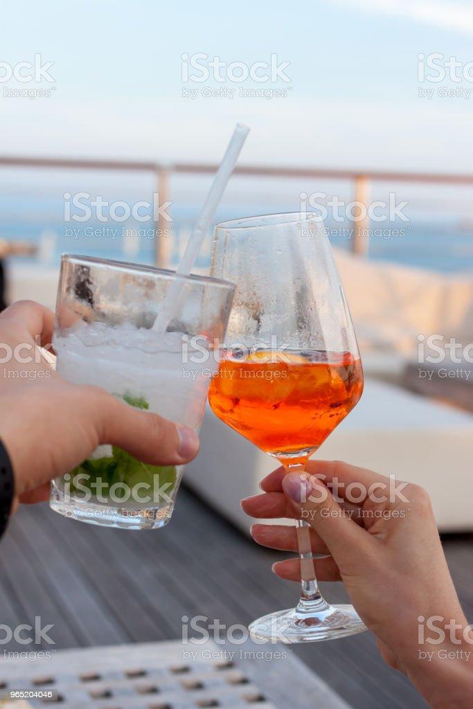 cheers two glasses with cocktails zbiór zdjęć royalty-free