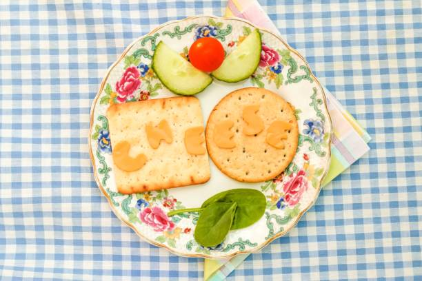 käse und gebäck - low carb kekse stock-fotos und bilder