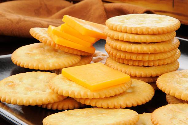 cheese and crackers - 克力架 個照片及圖片檔