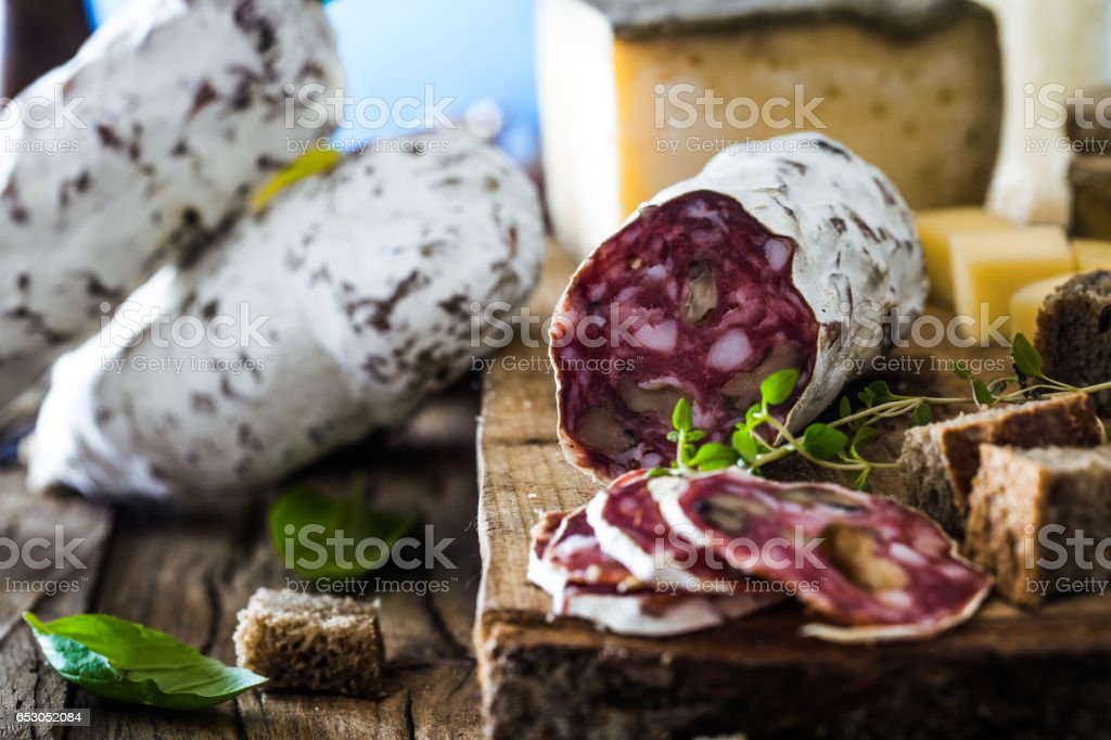 Käse und Salami – Foto