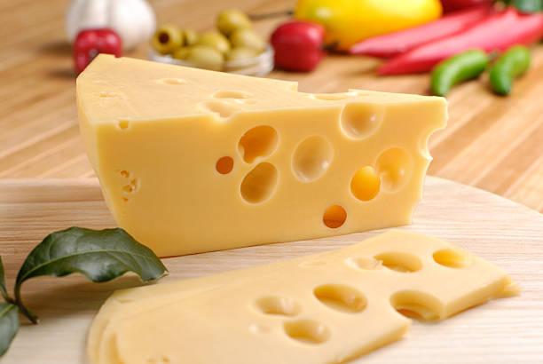 formaggio e verdure - emmentaler foto e immagini stock