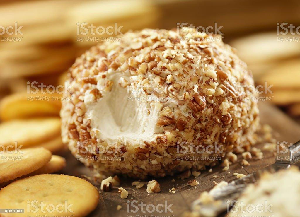 Bola de queijo com bolachas - foto de acervo