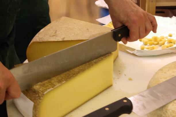 cheese county with raw cow's milk cheese from france - ser comte zdjęcia i obrazy z banku zdjęć