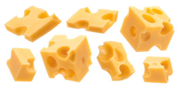 cubetti di formaggio, pezzi di emmental svizzeri isolati su sfondo bianco - maasdam foto e immagini stock