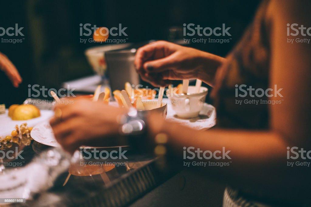 Käse-Fondue in Porzellantassen – Foto