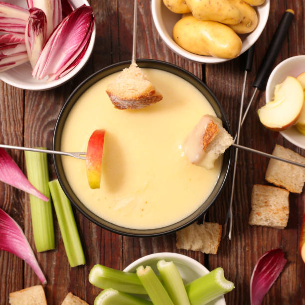 käse-fondue mit gemüse - fondue zutaten stock-fotos und bilder