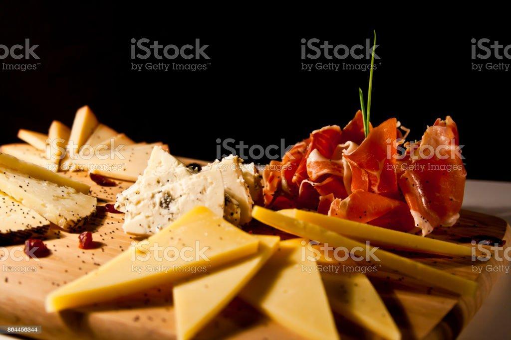 Sortido de queijo prato - foto de acervo