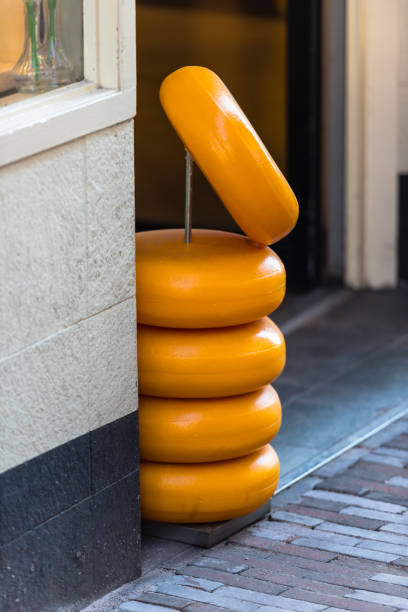 käse-store in niederlande - günstig nach amsterdam stock-fotos und bilder