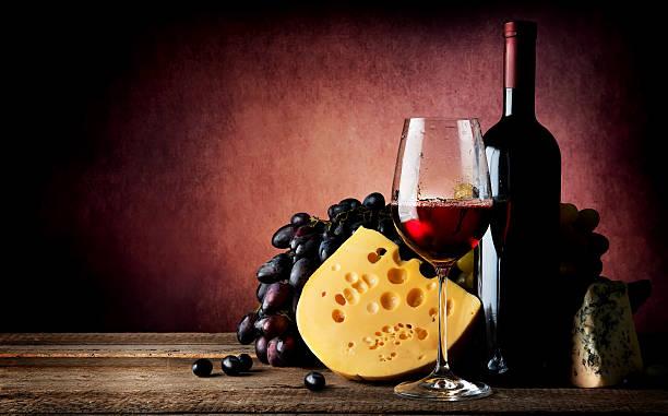 formaggio e vino - maasdam foto e immagini stock