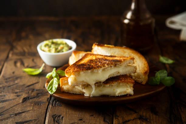 toast de fromage - fromage photos et images de collection
