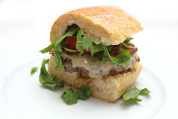 cheeseburger hausgemachte - essensrezepte stock-fotos und bilder