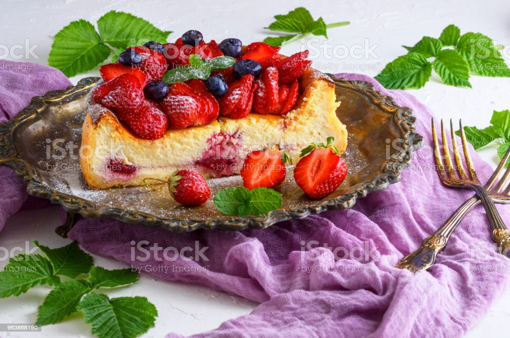 cheesecake made of cottage cheese and fresh strawberries - Royalty-free Baked Stock Photo