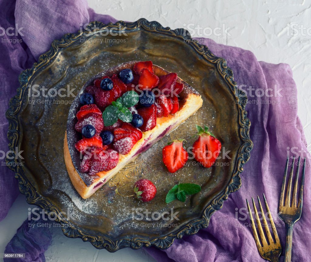 Cheesecake of cottage cheese and fresh strawberries - Royalty-free Baked Stock Photo