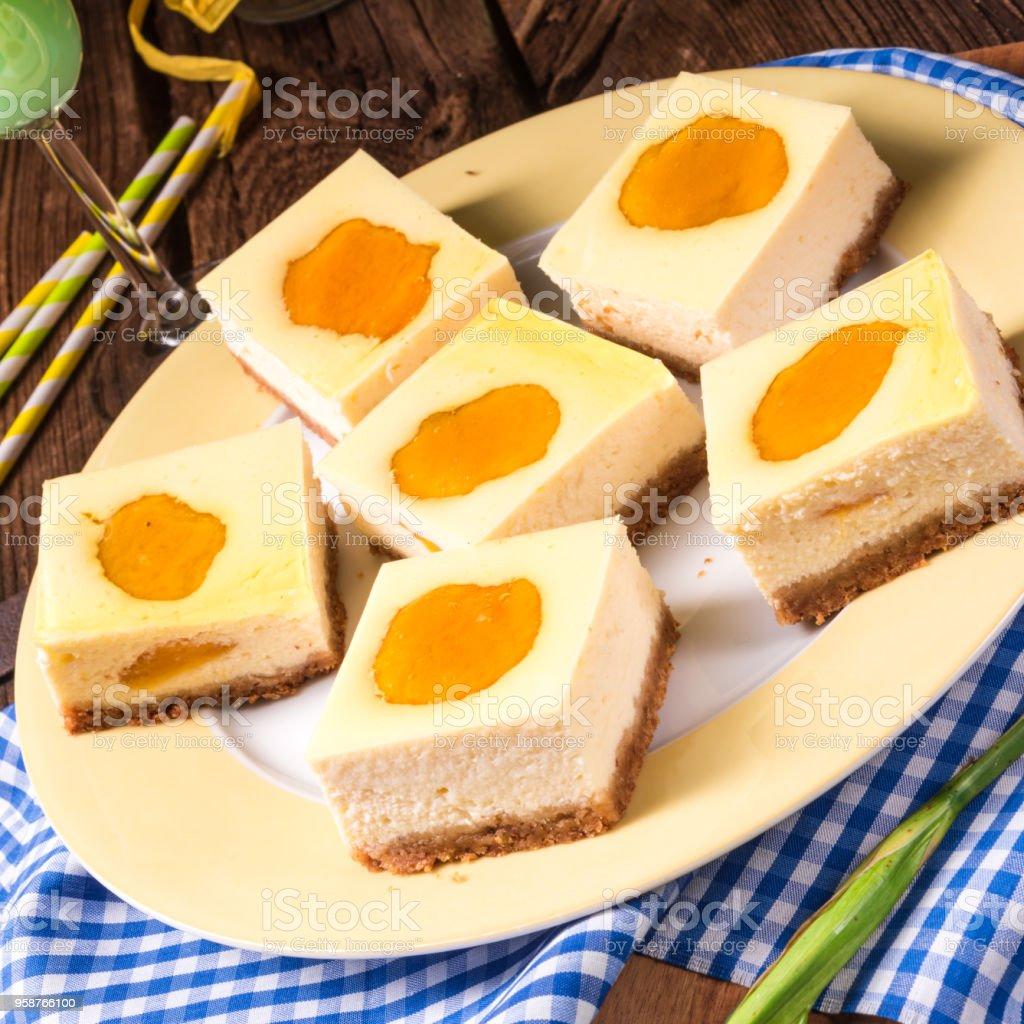 桃とチーズケーキ - おやつのロイヤリティフリーストックフォト