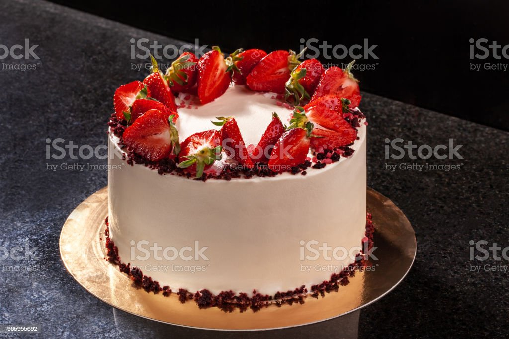 Cheesecake with strawberries. Cake decorated with strawberries. Delicious cheesecake decorated with fresh strawberries - Royalty-free Backgrounds Stock Photo