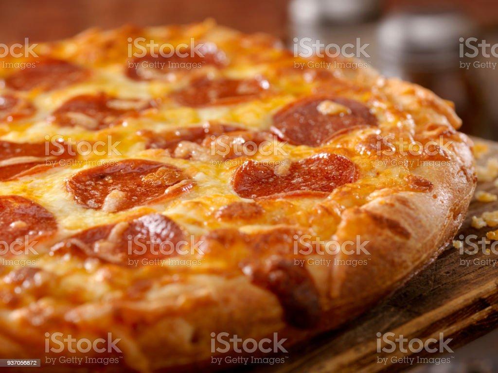 Kitschig Peperoni-Pizza – Foto