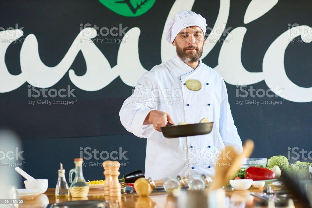Chef no trabalho - Foto de stock de Adulto royalty-free