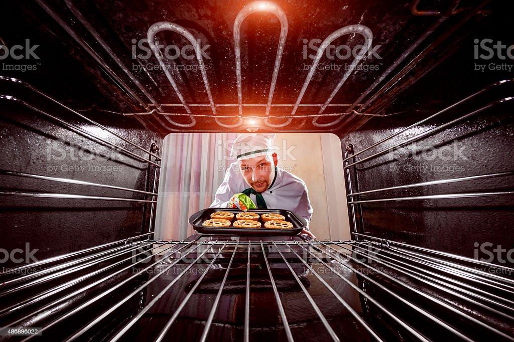 Koch Kochen im Ofen. – Foto