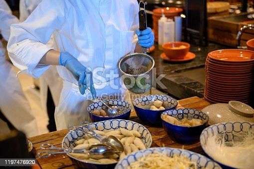Unrecognizable chef chef draining noodles, Nikon Z7