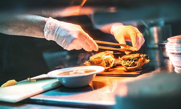 Chef finishing a meal picture id508958588?b=1&k=6&m=508958588&s=612x612&w=0&h=hurdozvwk stk5zpgerix0 bxanx0gpduvdavm9kw4m=
