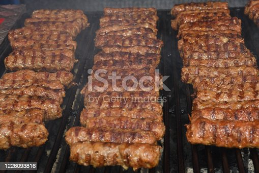 470765518 istock photo Chef grilling meat during cookout picnic or food event. Meat mix variety, Labour Day, 1 Mai 1226093816
