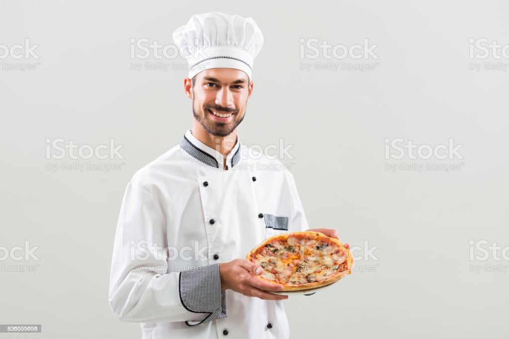 Chef segurando pizza - foto de acervo