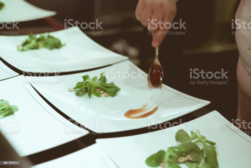 Koch In Hotel Oder Restaurant Küche Kochen Und Dekorieren Dessert