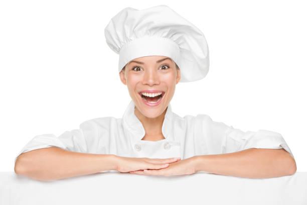 Chef oder Bäckerfrau zeigt Schild Billboard aufgeregt – Foto